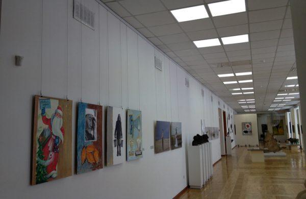 Музейная подвеска картин